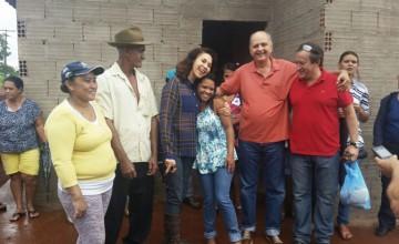 """Prefeita Dinair acompanha obras no residencial """"Vale dos Sonhos"""" em Capinópolis"""