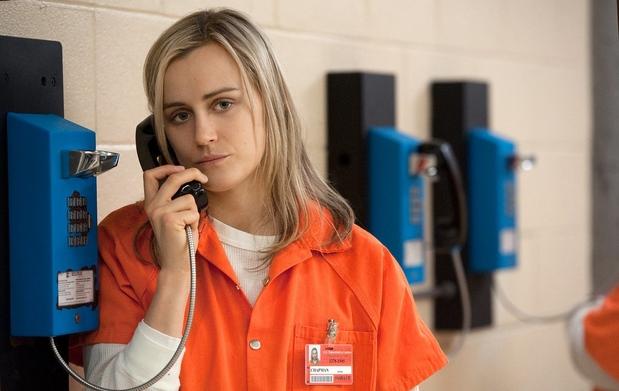 Protagonista de 'Orange Is The New Black', Schilling diz ver partes de si mesma em Piper