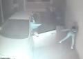 Vídeo mostra policial atirando em criminosos durante assalto em Uberlândia