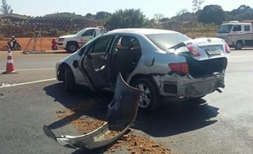 Veículo roubado capota na BR 262 em Uberaba