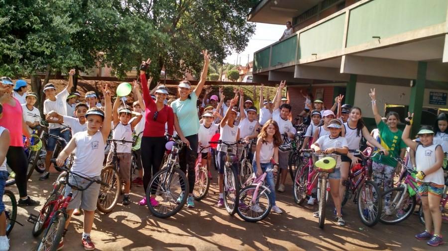 Escola Tancredo Neves realiza Passeio Ciclístico em Capinópolis
