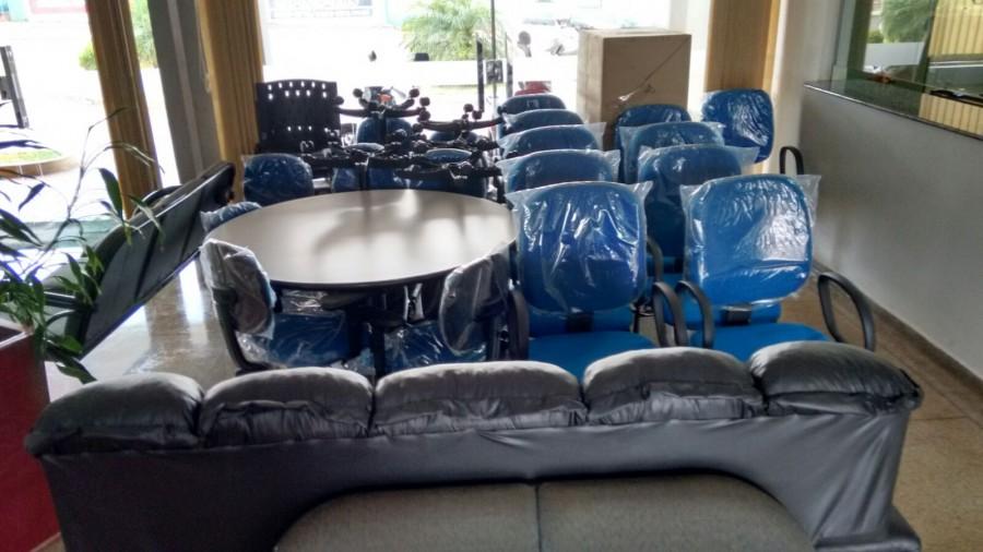 Chegada do mobiliário da Creche motiva equipe da educação em Capinópolis