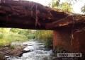 Motoristas enfrentam perigo ao passar pela ponte do Ribeirão do Queixada em Capinópolis