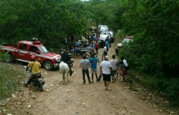 Após corpos serem encontrados, multidão se reuniu no parque (Foto: Eduardo Henrique Mota/Ag.Mais)