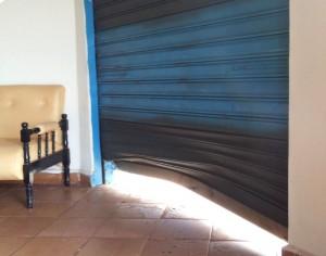 Ladrão utilizou um espaço de cerca de 30 cm para entrar no local