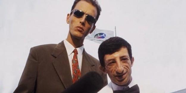 Rodolfo Carlos e Cláudio Chirinian, o ET, no SBT, em 1998; humorista reivindica direitos trabalhistas