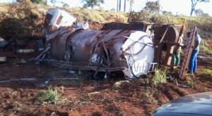 Caminhão carregado de leite ficou destruído. Foto: Diário do Triânguloi