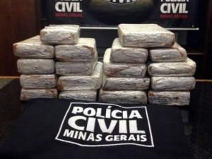 Droga apreendida pela polícia na posse de uma mulher grávida de sete meses (Foto: Vanessa Duarte/G1)