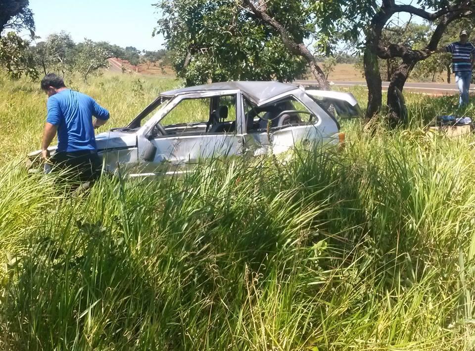 Veículo ficou parcialmente destruído | Foto: Marcos Ferreira