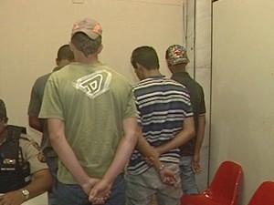 Segundo PM, menores estão encarando situação como brincadeira (Foto: Reprodução/ TV Integração