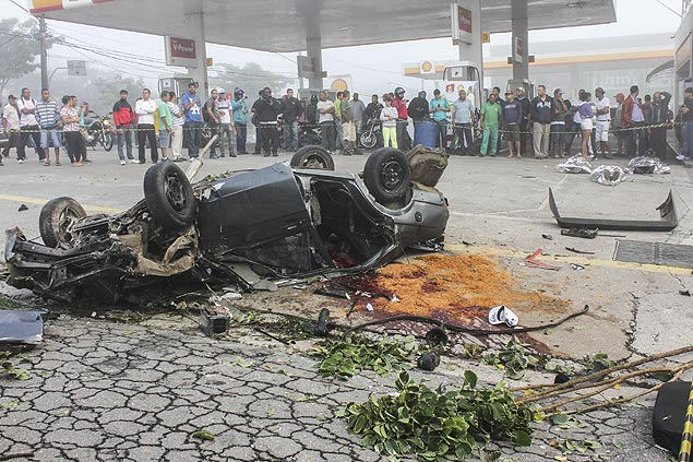 Motorista perdeu o controle da direção e capotou; acidente deixou três mortos em SP