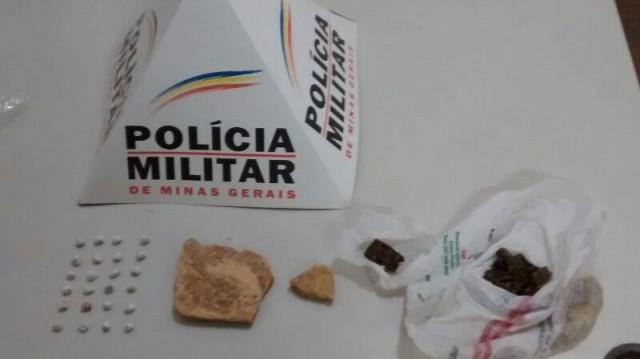As Drogas foram apreendidas após denúncia anônima