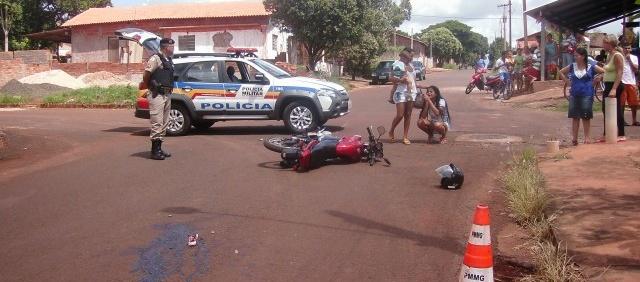 O acidente foi registrado no cruzamento da Av Guimarães c/ Francisco Alves Vilela no bairro Maria Vilela | Foto: Pontal em Foco
