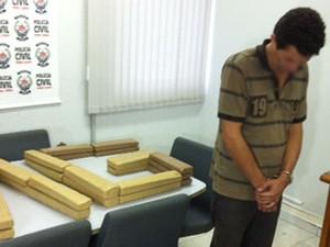 Homem de 34 anos foi preso por transportar a droga. Ele receberia R$12 Mil pelo transporte.