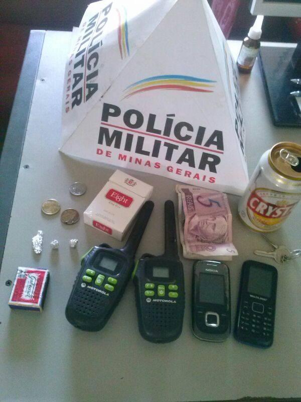 PM E PC RETIRAM DOIS SUSPEITOS DE TRÁFICO DE DROGAS DE CIRCULAÇÃO