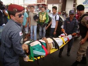 a vítima Renato de Alcântara Borges, estava sentada na lanchonete quando foi surpreendido por dois suspeitos