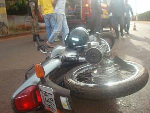 Condutor da motocicleta ficou ferido