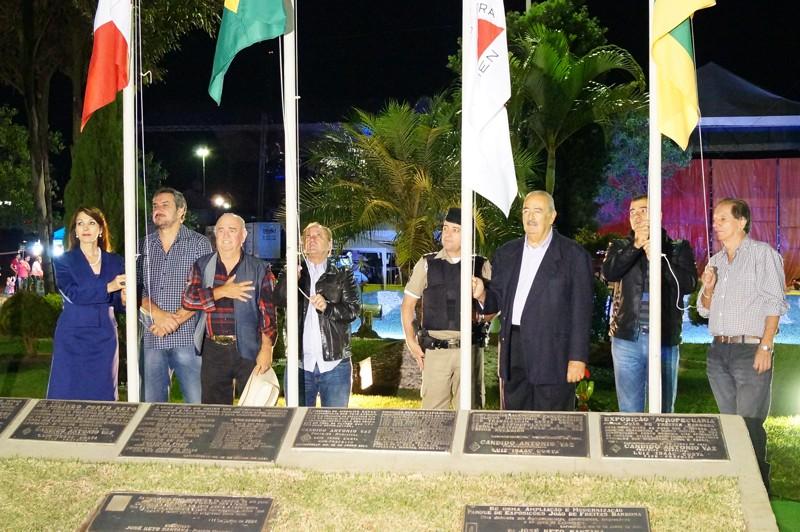 Autoridades estavam presente na abertura ofical da Expocap