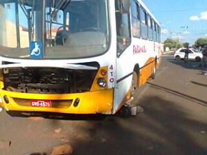 Ônibus arrastou o ciclista por cerca de 20 metros