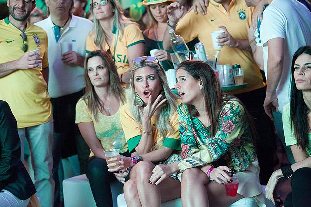 Cerca de 800 pessoas viram o jogo no evento Ilha Gueri Gueri, de alto padrão, em São Paulo  / Raquel Cunha/Folhapress