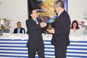 (Esq) Edivaldo Salgado Diniz transfere o cargo de diretor à Miguel Aparecida Nisrala