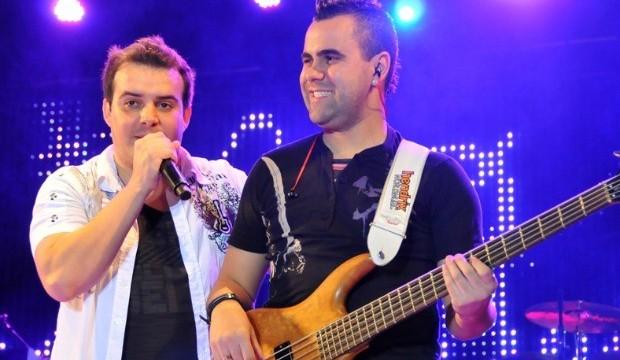 Rafael Sales (com o baixo)