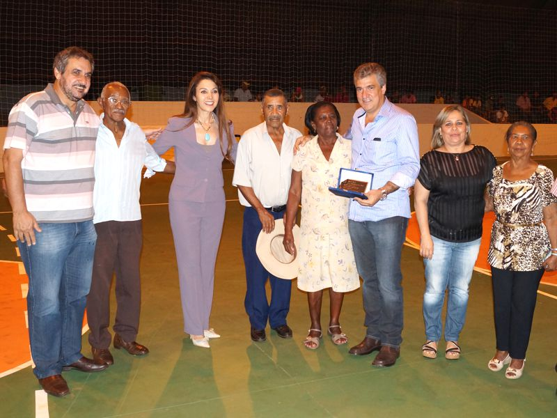 """Grupo """"Conviver"""" homenageia deputado Zé Maia"""