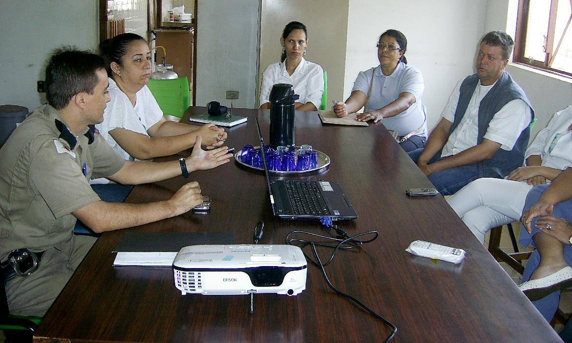 Agentes comemoram o resultado do trabalho de combate à dengue