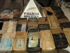 Droga estava escondida no tanque de combustível (Foto: Polícia Militar/Divulgação)