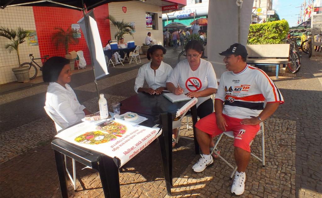 Programa Municipal de Combate ao Tabagismo promove mais uma ação no Calçadão