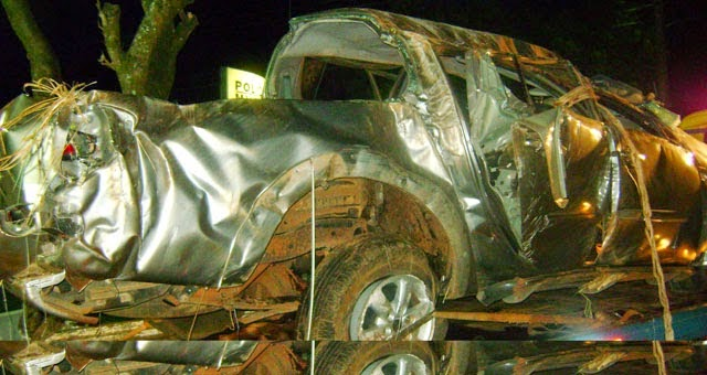 Veículo ficou destruído após acidente / Fotos: Notícias Campina Verde