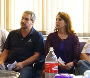 A prefeita de Capinópolis, Dinair Isaac e o vice-prefeito Jorginho mostram preocupação durante reunião