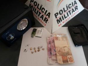 POLÍCIA MILITAR PRENDE TRAFICANTES E APREENDE 08 PEDRAS DE CRACK