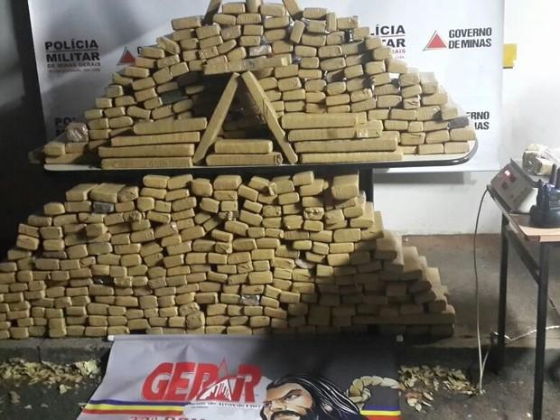 Droga estava dentro de uma casa no Bairro Morada Nova (Foto: Polícia Militar/Divulgação)