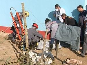 Partes de corpo humano foi encontrado em fossa (Foto: Reprodução/ TV Integração)