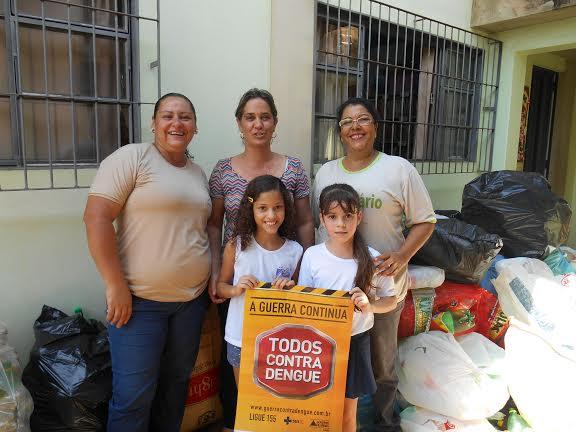 (Esq) Marilane Vilela, Cida Costa, Amélia Oliveira e as alunas