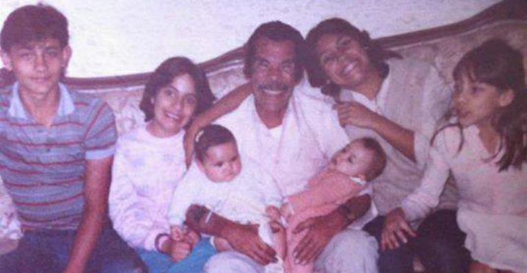 Ramón Valdés, o Seu Madruga de 'Chaves', aparece em foto antiga com os netos