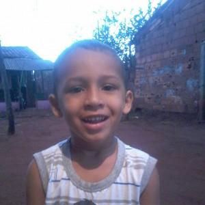 Criança morre em troca de tiros entre polícia e suspeito em Santa Vitória