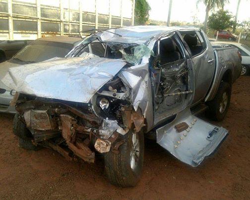 Imagens do veículo (Caminhonete Mitsubishi L200) que vitimou a empresária de Ituiutaba Sandra Claúdia Garcia de Paula, acidente que ocorreu no último sábado (04 de outubro) na BR 365 próximo a Ituiutaba. Fotos: Jornal Hoje Ituiutaba