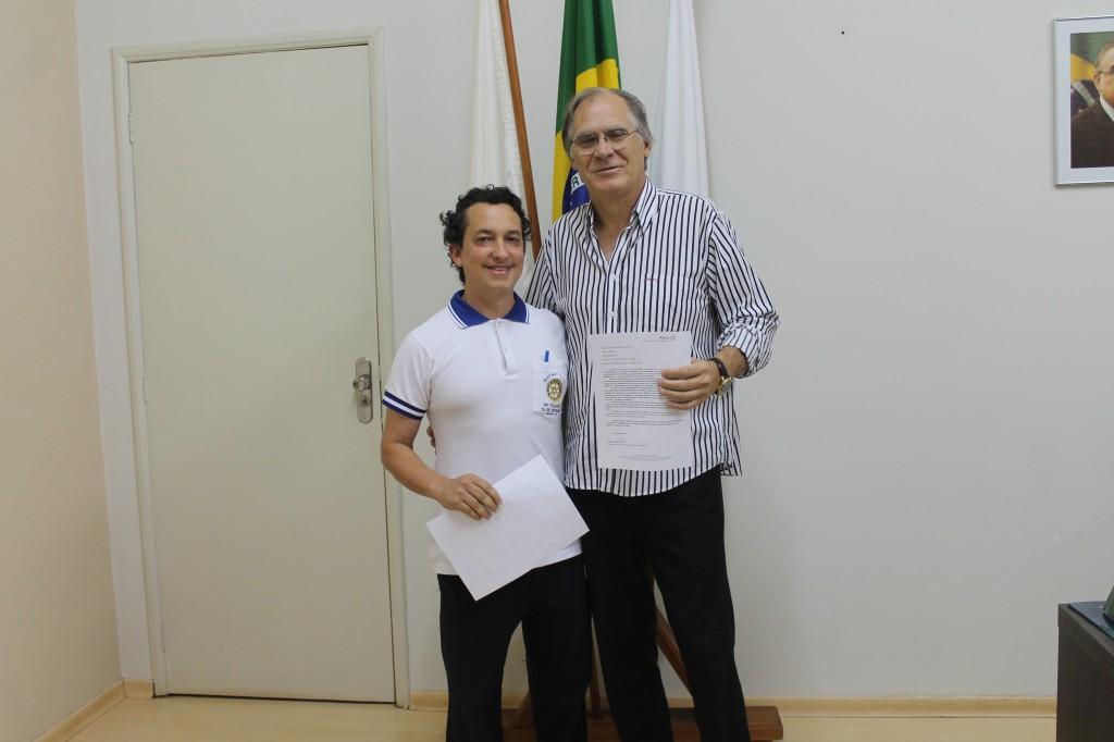Presidente do Rotary Club Ituiutaba 16 de Setembro homenageia prefeito
