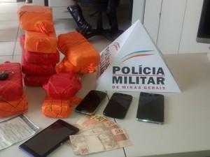 Droga foi encontrada dentro de veículo (Foto: Divulgação/ Polícia Rodoviária Militar)