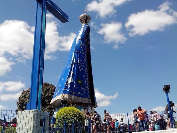 Monumento tem mais de 17 metros de altura (Foto: César Campos/G1)