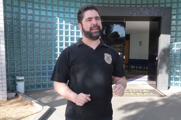 Segundo o delegado Carlos Henrique Cotta D'Ângelo, foi possível rastrear os membros da rede depois que um deles foi preso há cerca de seis meses (Foto: Marcos Ribeiro 5/10/2014)