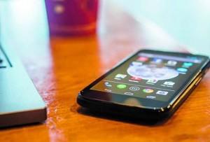 19% dos adolescentes trocam imagens sexuais pelo celular
