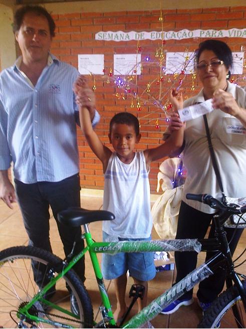 Secretaria da Saúde entrega bicicleta no combate à Dengue