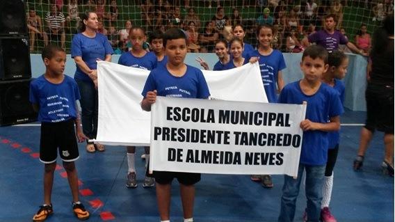 Escola Tancredo Neves comemora sucesso nos Jogos Estudantis