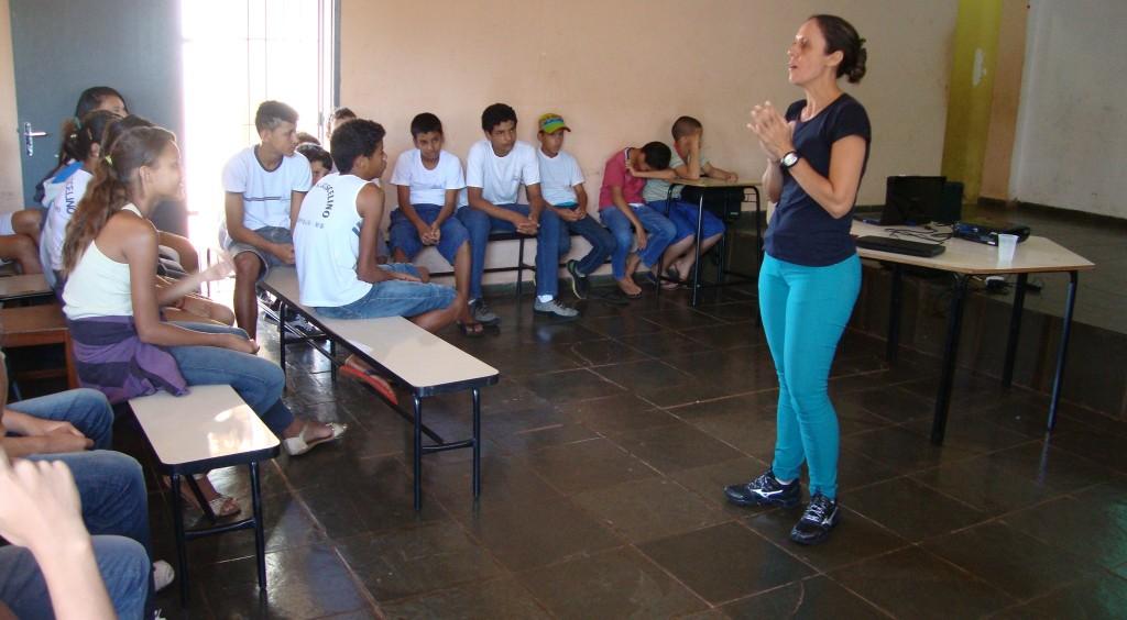 Estudantes recebem orientação sobre obesidade e atividades físicas