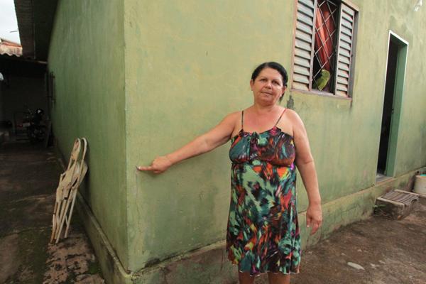 Moradora do bairro Guarani, Maria Francisca do Nascimento disse nunca ter sentido algo parecido (Foto: Marcos Ribeiro)