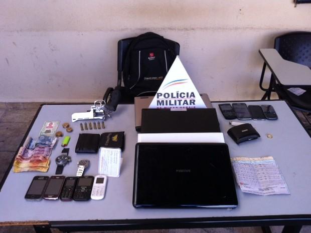 Produtos aroubados foram recuperados pela Polícia Militar (Foto: Fernanda Resende/G1)
