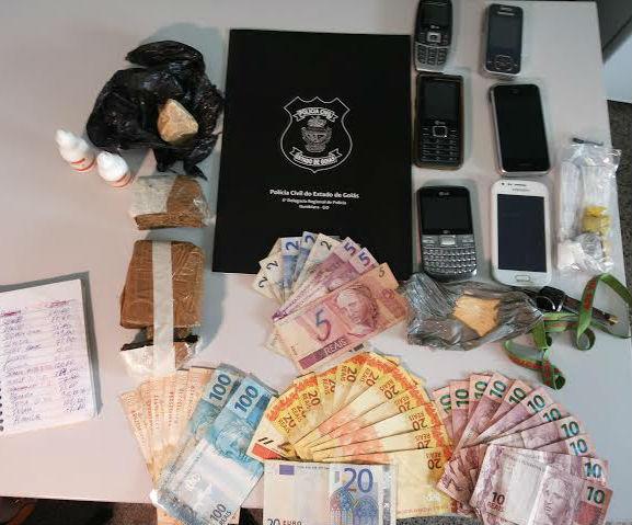 Mãe de traficante preso é detida pelo mesmo crime em Caldas Novas